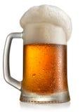 在杯子的冷淡的啤酒 免版税库存照片