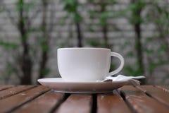 在杯子的咖啡在早晨时间 库存照片