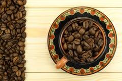 在杯子的咖啡粒 库存图片