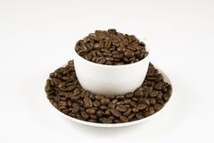 在杯子的咖啡豆。 免版税图库摄影
