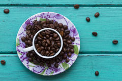 在杯子的咖啡豆 免版税图库摄影