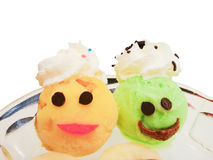 在杯子的柠檬和芒果五颜六色的冰淇凌瓢集合花梢题材 免版税库存照片