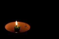 在杯子的灼烧的蜡烛 向量例证
