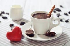 在杯子的热巧克力 免版税库存照片