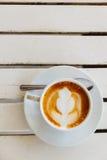 在杯子的热的咖啡 图库摄影