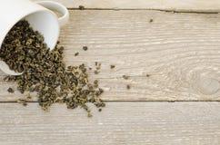 在杯子的白色茶 免版税库存照片