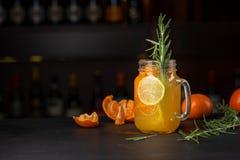 在杯子的蜜桔柠檬水 图库摄影