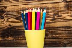 在杯子的颜色铅笔 库存照片