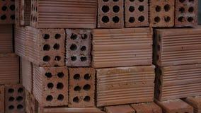 在板台堆积的建筑材料砖! 免版税库存图片