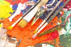 在板台的绘画工具 免版税库存图片