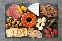 在板岩服务器上的开胃菜自助餐 免版税图库摄影