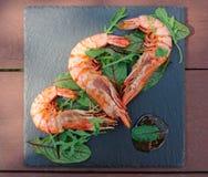 在板岩板材的烤虾 免版税图库摄影