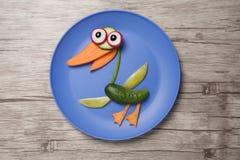 在板材和木头做的滑稽的菜鸭子 库存照片