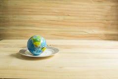 在板材安置的地球玩具 库存图片