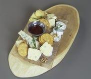 在板材的乳酪快餐 库存照片