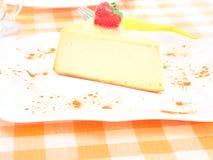在板材的乳酪蛋糕 图库摄影