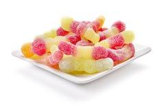 在板材的五颜六色的糖果 库存图片