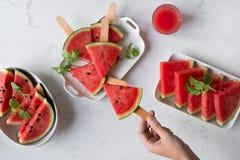 在板材的可口西瓜夏令时快餐 点心 平面 免版税库存照片
