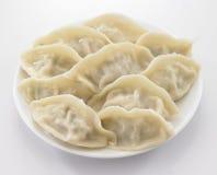 在板材的圆白菜饺子许多装填 免版税库存图片