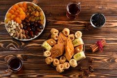 在板材的土耳其甜果仁蜜酥饼 库存图片