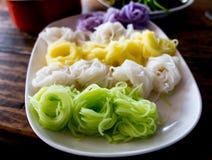 """在板材的多色Khanom chinThai†""""rice†""""面粉面条 免版税库存图片"""