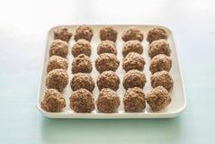 在板材的巧克力糖甜点 免版税库存图片
