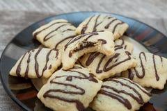 在板材的巧克力饼干 库存照片