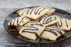 在板材的巧克力饼干 免版税库存图片