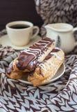 在板材的巧克力饼 库存图片