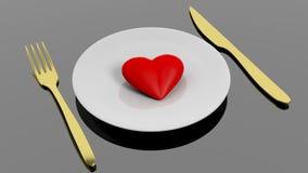 在板材的心脏有金黄叉子和刀子的 免版税库存照片