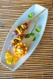 在板材的桔子和菠萝开胃菜在餐馆或 免版税库存照片