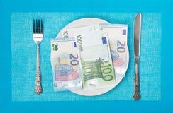 在板材的欧元 库存照片