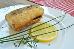 在板材的油煎的鱼 免版税库存图片