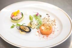 在板材的海鲜开胃菜 免版税库存图片