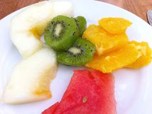 在板材的热带水果 免版税库存照片