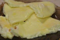 在板材的煎蛋卷 库存照片