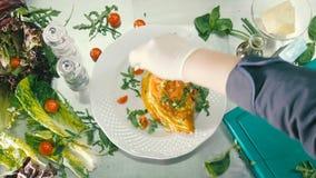 在板材的煎蛋装饰用蕃茄和草本用香料 影视素材