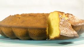 在板材的煮熟的蛋糕 库存图片
