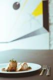 在板材的花梢食物 免版税库存图片