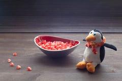 在板材的莓果石榴 免版税库存图片