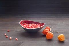 在板材的莓果石榴 图库摄影