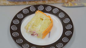 在板材的蛋糕切片 影视素材
