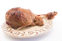 在板材的被烘烤的火鸡鼓槌 免版税库存图片