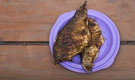 在板材的被烘烤的鱼 库存图片