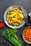 在板材的被烘烤的,油煎的土豆在桌上 免版税库存图片