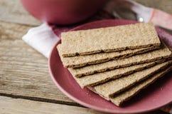 在板材的酥脆面包 免版税图库摄影