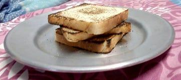 在板材的面包多士 免版税库存图片