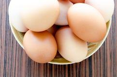 在板材的鸡蛋 库存照片