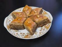 在板材的巴库果仁蜜酥饼 免版税库存照片