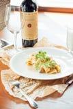 在板材-意大利食物样式的菠菜意大利细面条 库存照片